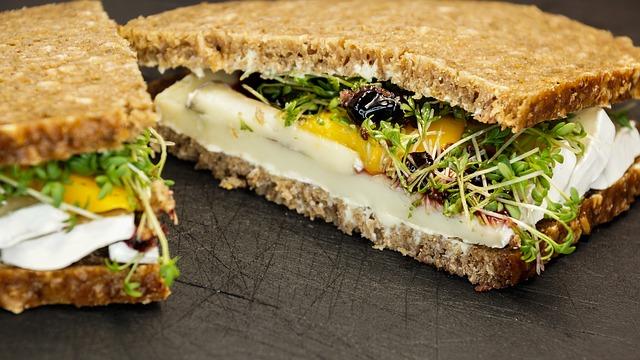 टिफ़िन रेसपीज़ - पनीर सैंडविच