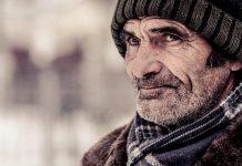 बुढ़ापे का सम्मान ज़रूरी है