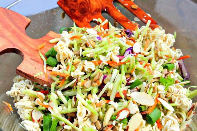 Crunchy chinese salad - चायनीज़ सलाद