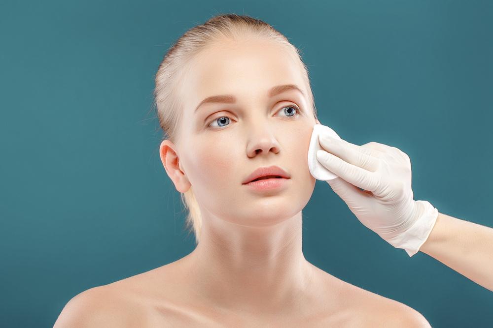 face scrubbing homemade scrub