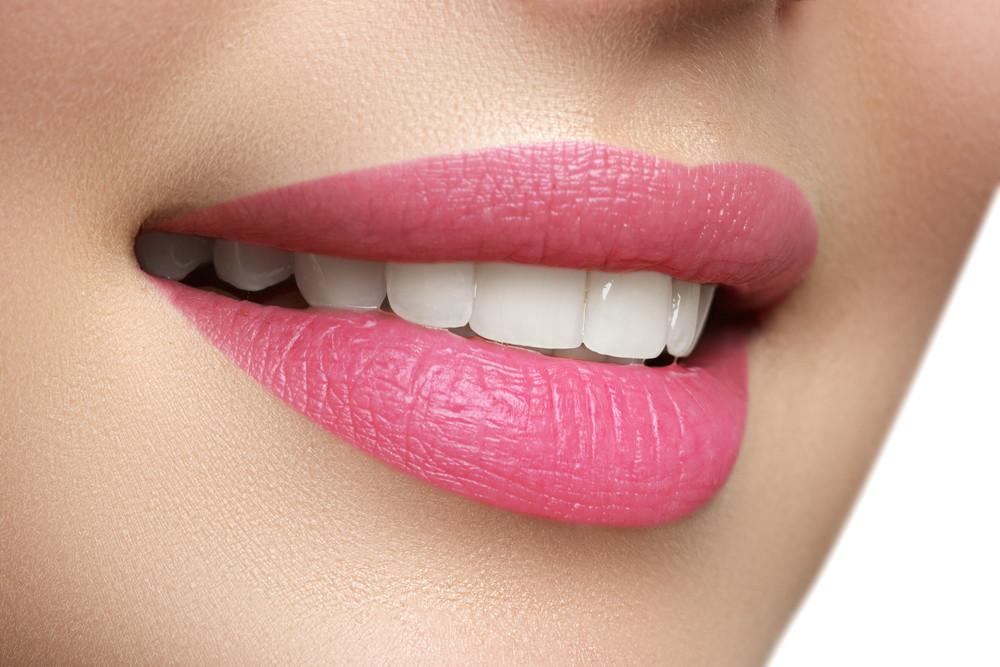 गुलाबी होंठ पाएं