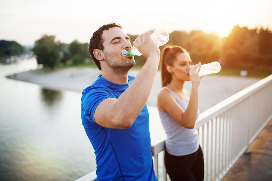 गर्मी से बचने के लिए पानी पिएं